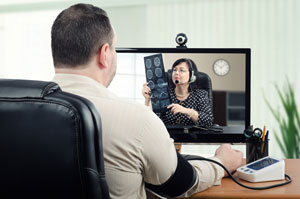 Doctor measures blood pressure online