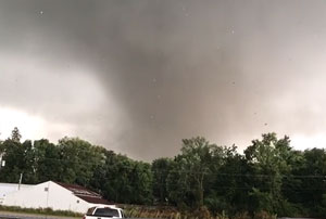 A tornado bears down on Marshalltown, Iowa. Photo credit: Kreg Lichtenberg.